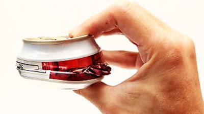 Entérate por que nunca deberías aplastar las latas
