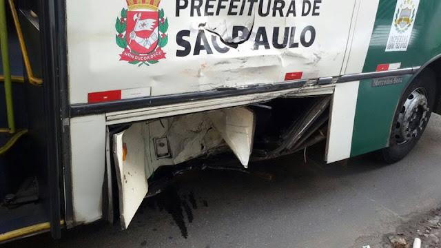 Marginais acusados de roubo morrem após colidir em ônibus na Zona Leste