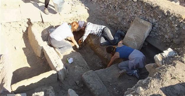 Βυζαντινά ευρήματα Ελληνικής εκκλησίας στην αρχαία πόλη του Αδραμυτίου και διώροφο κτίριο στα Μύρα