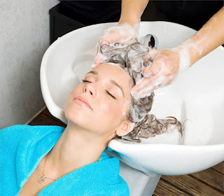 Know The Right Method Of Using Sulphate Free Shampoo UK 1