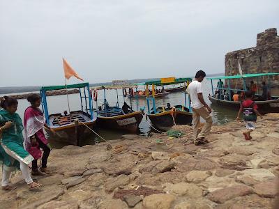 Ferries to reach Sindhudurg fort