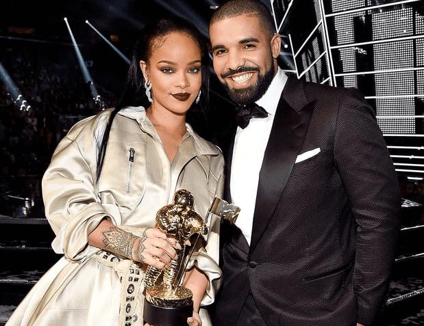 Rihanna escribe mensaje de agradecimiento por su premio en los VMA's 2016.