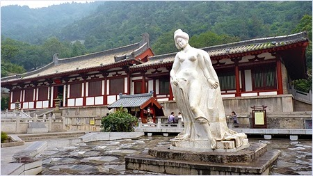 รูปปั้นหยางกุ้ยเฟย (Yang Guifei)