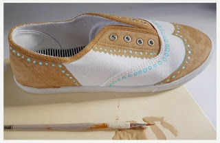 Kerajinan Tangan Dari Bahan Bekas, Sepatu Lukis Unik 7