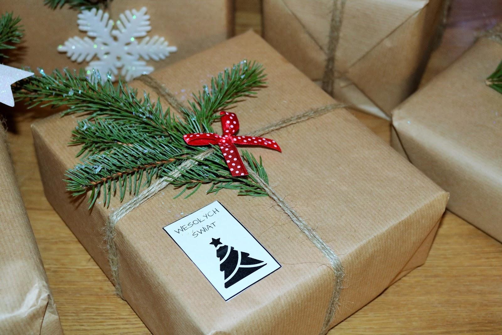 pakowanie prezentów bożonarodzeniowych