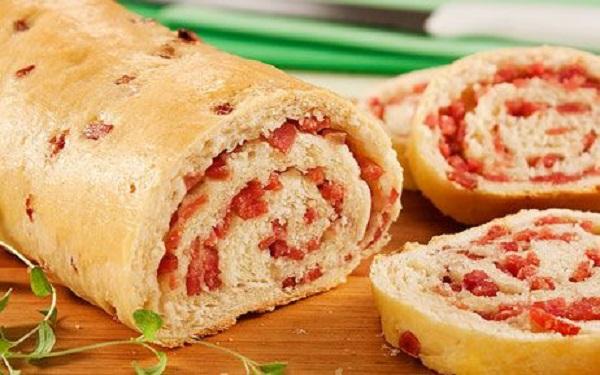Receita de pão caseiro com recheio de queijo e salame (Imagem: Reprodução/Pinterest)