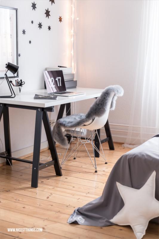 Schreibtisch im Schlafzimmer #schreibtisch #homeoffice #workingspace #desk #office