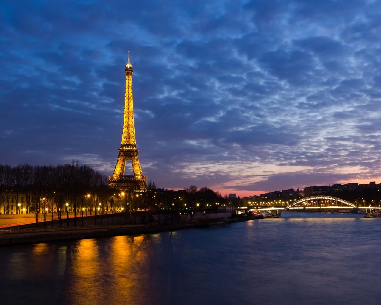 Fondo De Pantalla De La Torre Eiffel En La Noche