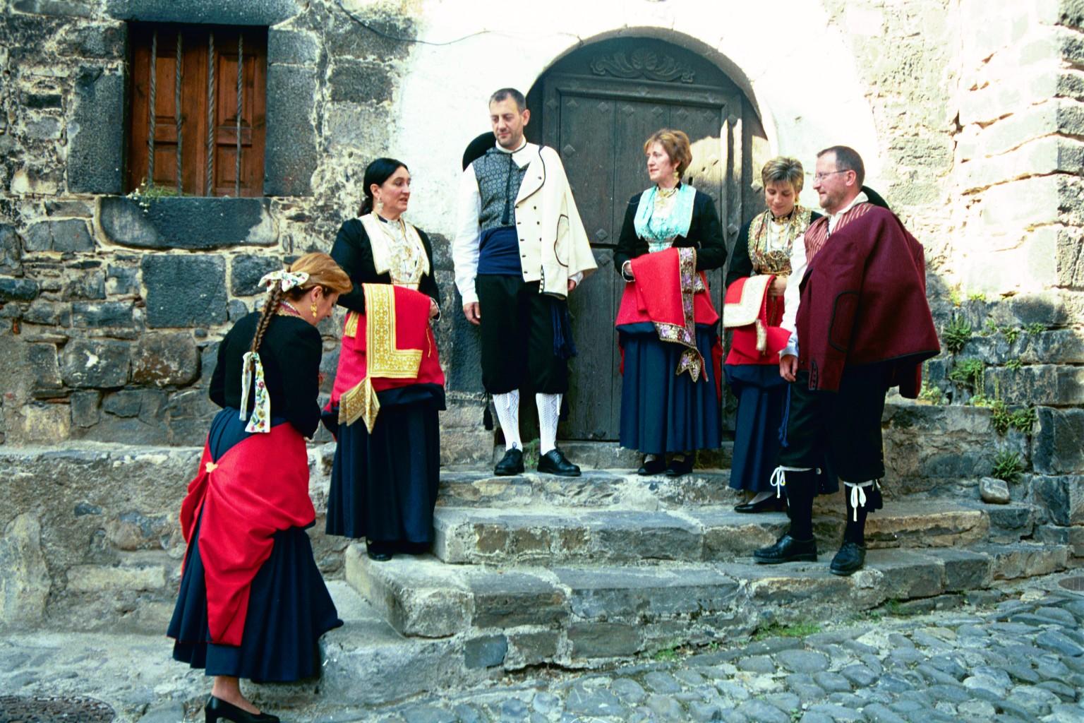Procurando conocer algo más acerca de los trajes típicos del territorio  histórico de Nafarroa 310d2f493e62