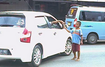 tukang parkir anak kecil