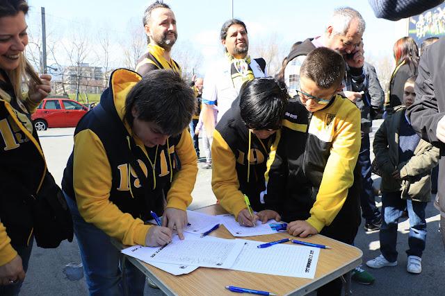Recogida de firmas en Lasesarre