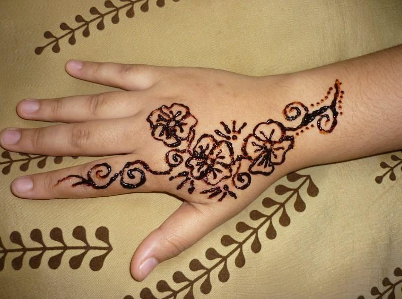Gambar Henna Tangan Simple Dan Cantik