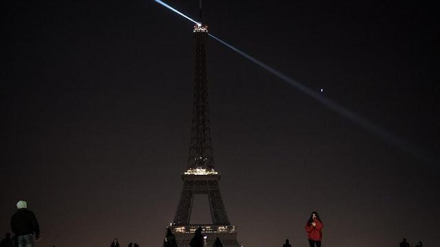 Ikut Berduka, Menara Eiffel Padamkan Lampu untuk Allepo
