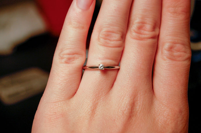 Woman Tries To Humiliate Her Fiancé For Buying Her A 'Cheap' Ring, But She Does Not Expect The Internet's Reaction