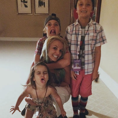 Britney Spears with her sons and niece