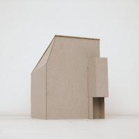 旗竿地に計画した狭小都市型の木造三階建て住宅