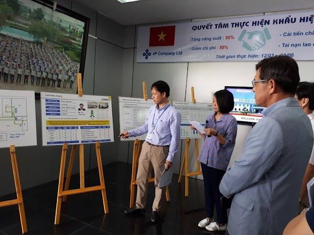 Lãnh đạo Samsung Việt Nam trong một chuyến làm việc với doanh nghiệp Việt