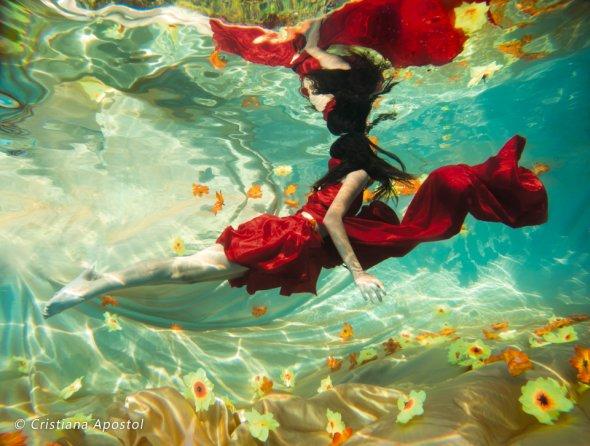Cristiana Apostol deviantart fotografia conceitual sub aquática mulheres água luz cores beleza lirismo