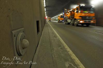 Nach dem Winter bedeckt eine gummiartige, graue Masse Boden und Wände und verhindert eine optimale Funktion der für den Brandfall eingebauten Notbeleuchtung