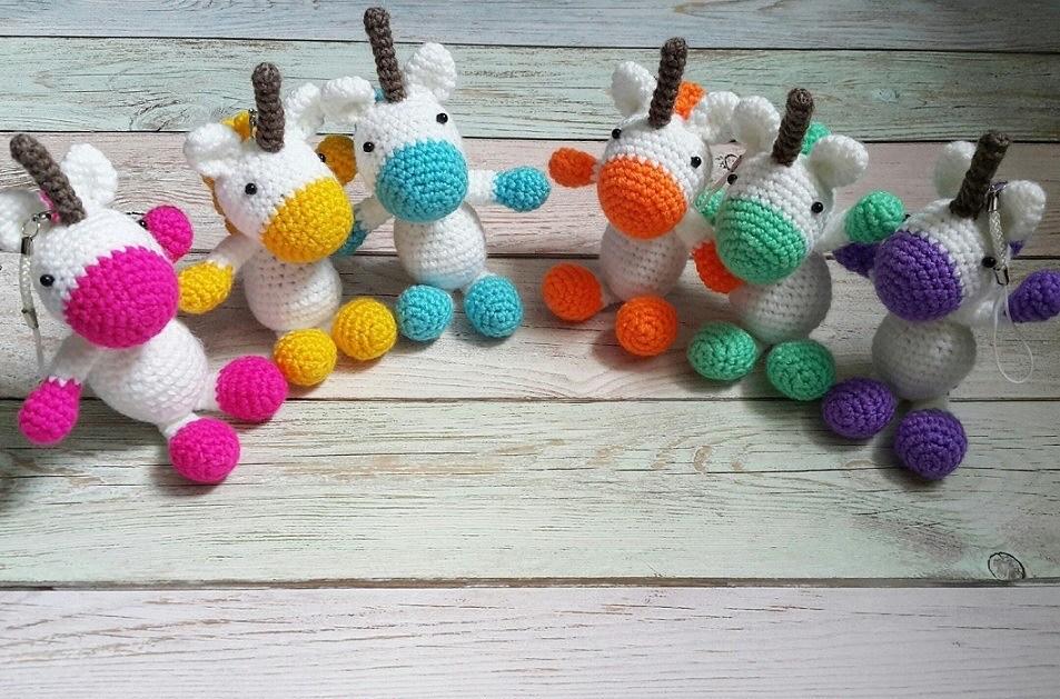 Игрушки брелки единороги амигуруми крючком