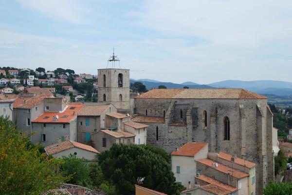 hyères var ville haute vieille médiéval moyen âge castel sainte claire collégiale saint paul