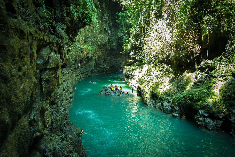 Tourism Cukang Taneuh Green Canyon in Indonesian
