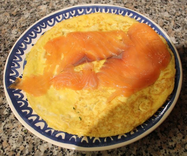 IMG 2075 - Recept: Eiwraps met zalm en dillesaus