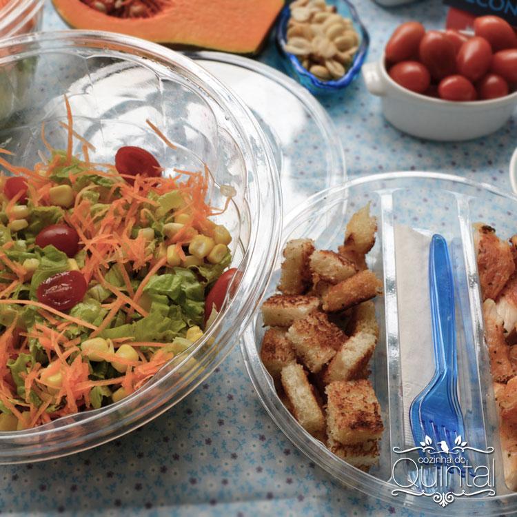 Olha esses croutons... acompanham com perfeição a salada, dando aquele crocante delicioso!
