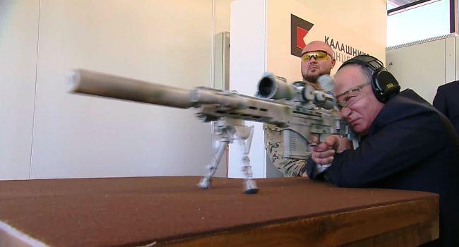 Putin menembak senapan SVCh