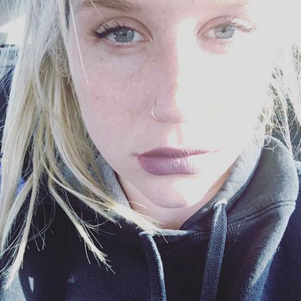 Kesha agradece a sus fans y los artistas que la apoyaron.