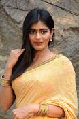 hebah patel cute half saree pics-thumbnail-12
