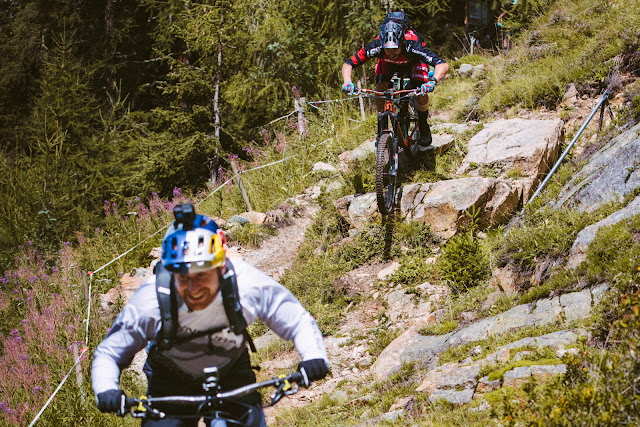 "Danny MacAskill y Claudio Caluori recorren ""Home of Trails"""