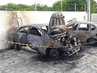Carros são incendiados em condomínio de JP e polícia acredita em crime;  confira