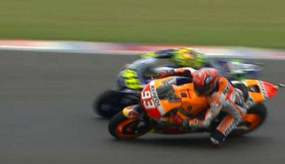 Marquez Juara, Rossi Mujur di MotoGP Argentina  diuntungkan insiden Iannone serta Doviziozo.