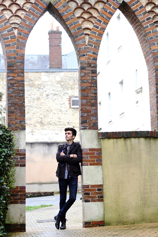 BLOG_MODE_STYLE-homme-masculin-preppy-elegant-paris-bordeaux-français_mad-lords-gas-bijoux-bracelet-argent-bensimon-foulard-soie-vintage-pierre-cardin-chemise-maison-margiela-chaussures-clous