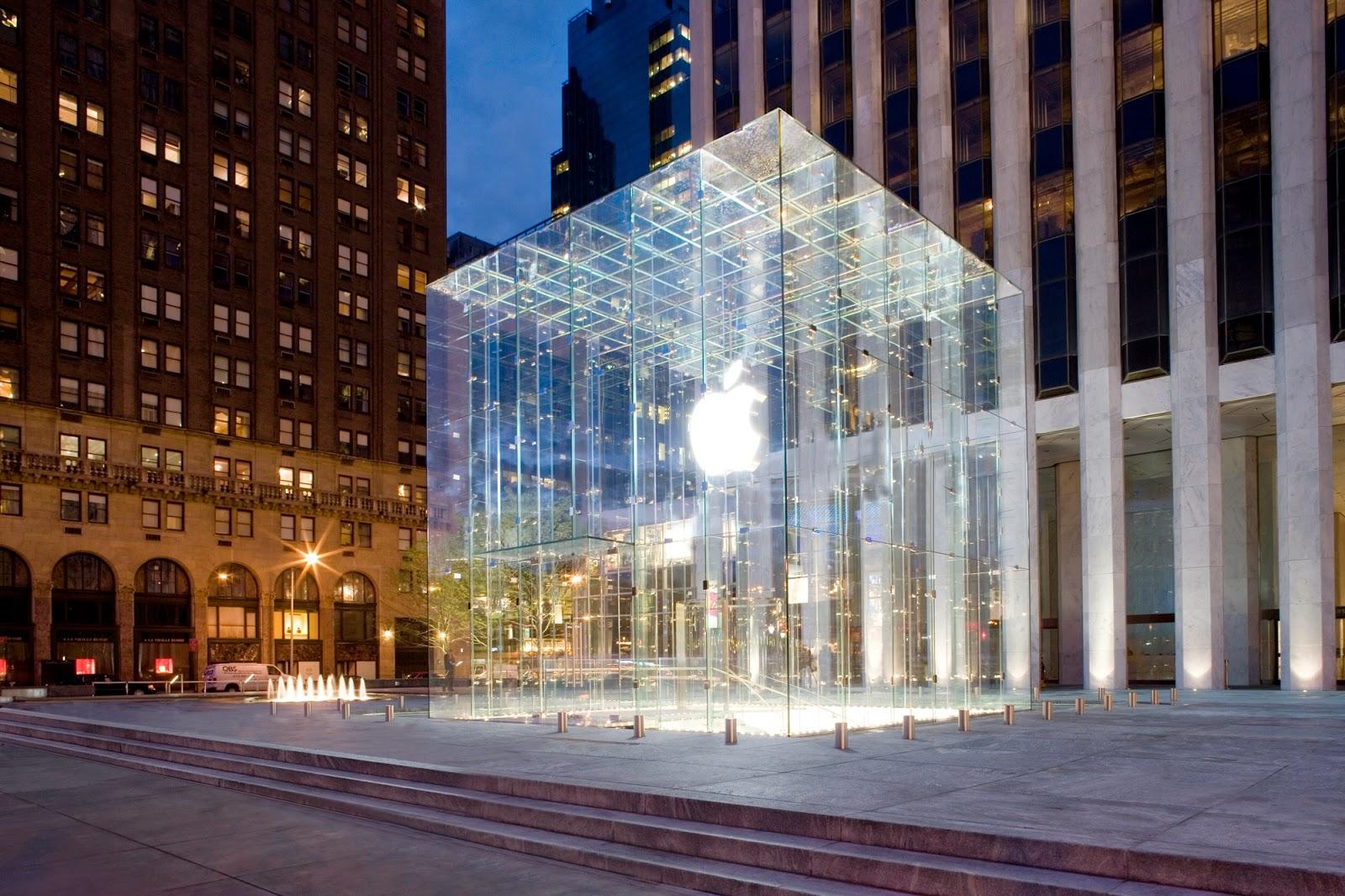 Lojas de eletrônicos na Quinta Avenida em Nova York
