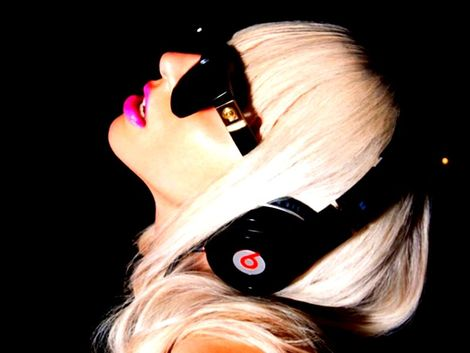 lady-gaga-and-monster-beats-by-dr-dre-he