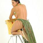Andrea Rincon, Selena Spice Galeria 13: Hawaiana Camiseta Amarilla Foto 79