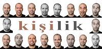 Çeşitli kişilik ve ruh hallerini gösteren çeşitli mimiklerdeki insan yüzleri
