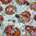 Uma pizza simples, que tem um sabor bem focado no catupiry, mas que consegue entregar uma boa combinação de sabores com os outros ingredientes... comendo Pizza Livorno em La Vecchia Signora.