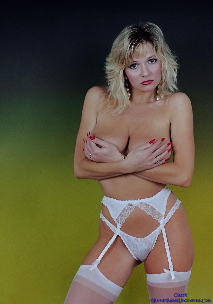 80s girl strips in bedroom 8