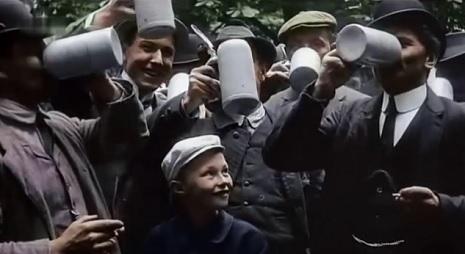 Csodás színes (színezett)  filmfelvételeken a századfordulós Berlin