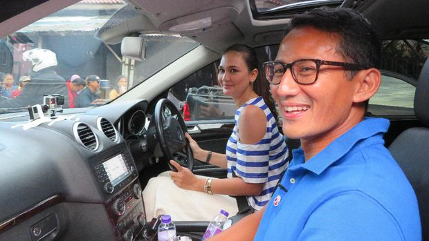 Wow..! Usai Kampanye di Cibubur, Sandiaga Uno Dijemput Luna Maya