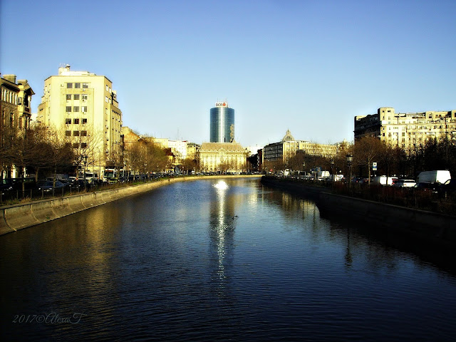 View of the Dâmbovița River at sunset.