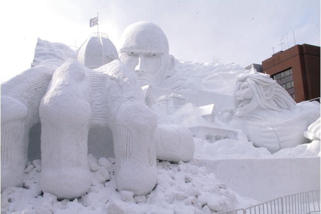 Rzeźba ze śniegu z anime Shingeki no Kyojin