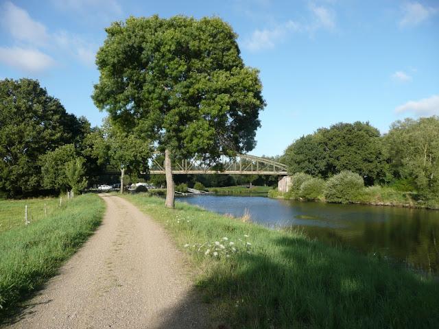 Chemin de halage de la Vilaine près du pont du Grand Pas, Sainte-Marie