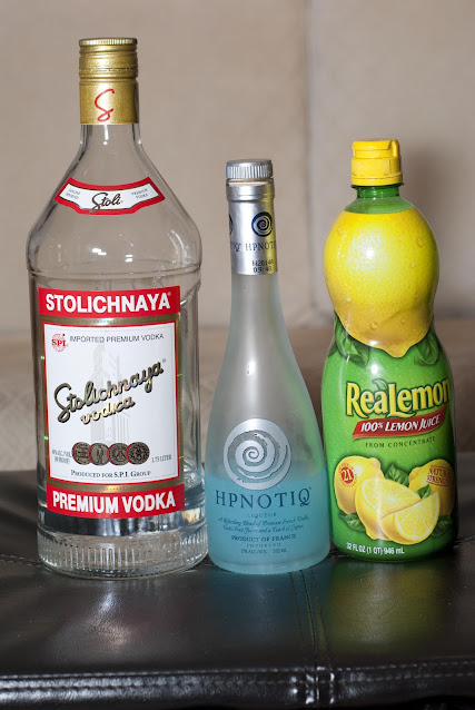 Halloween cocktail, Hpnotiq, vodka, lemon juice