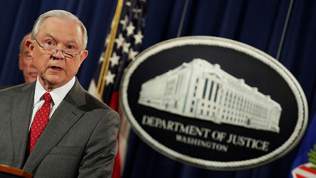 El fiscal general de EE.UU. afirma que 4 personas han sido acusadas de filtrar material clasificado