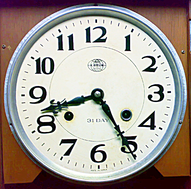 Jam dinding 2 lubang (tengahan) merk Lotus made in Korea 352efc8c4f