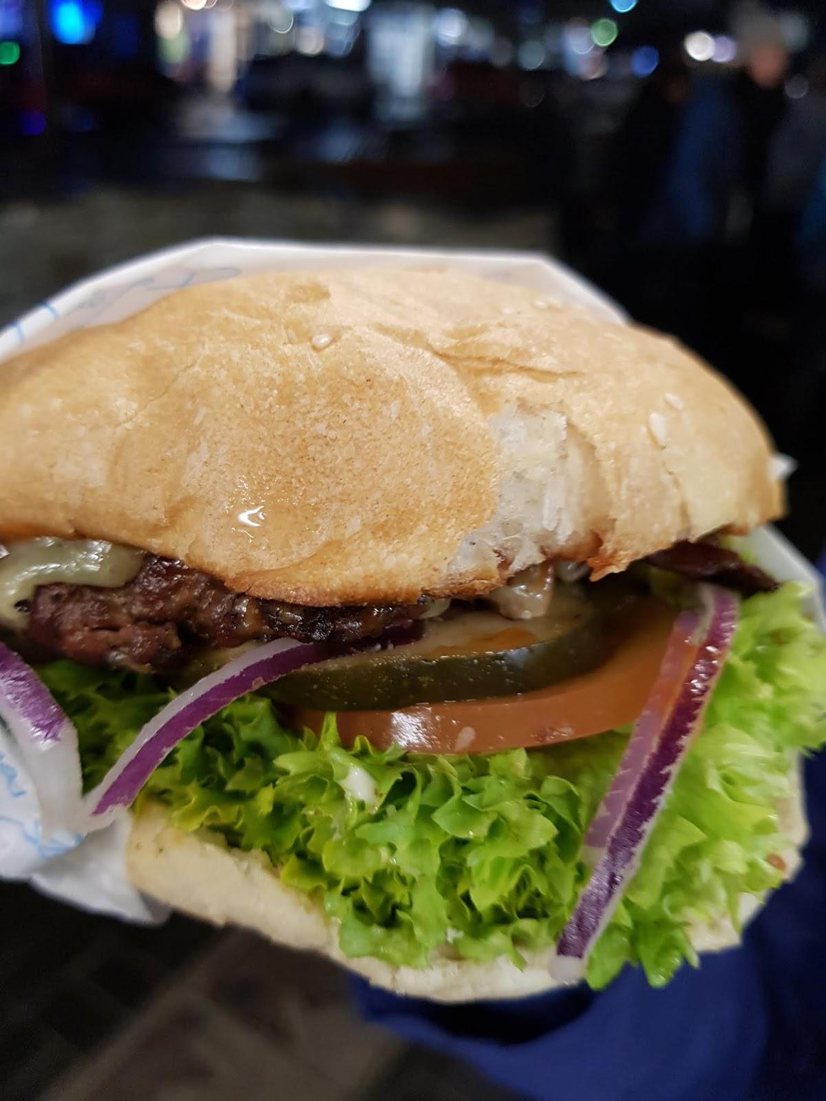 Soul Wanderer Kantong Cadangan Food Feeder Dot The Infamous Ferg Deluxe Burger In Queenstown